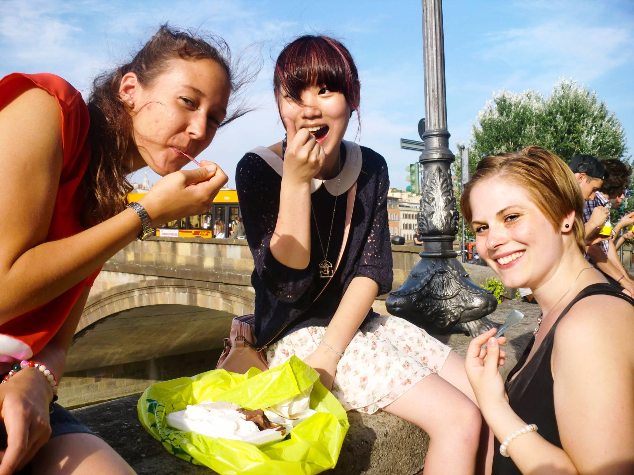 Teenagers arounf Florence learning italian and eating
