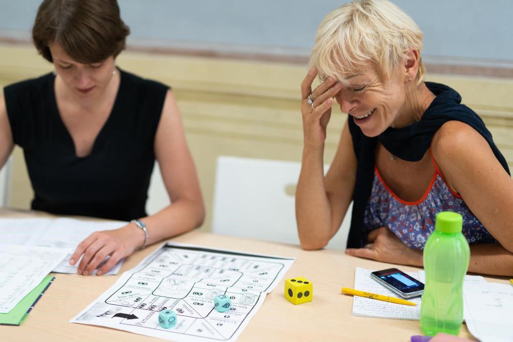 dos mujeres estudiando italiano
