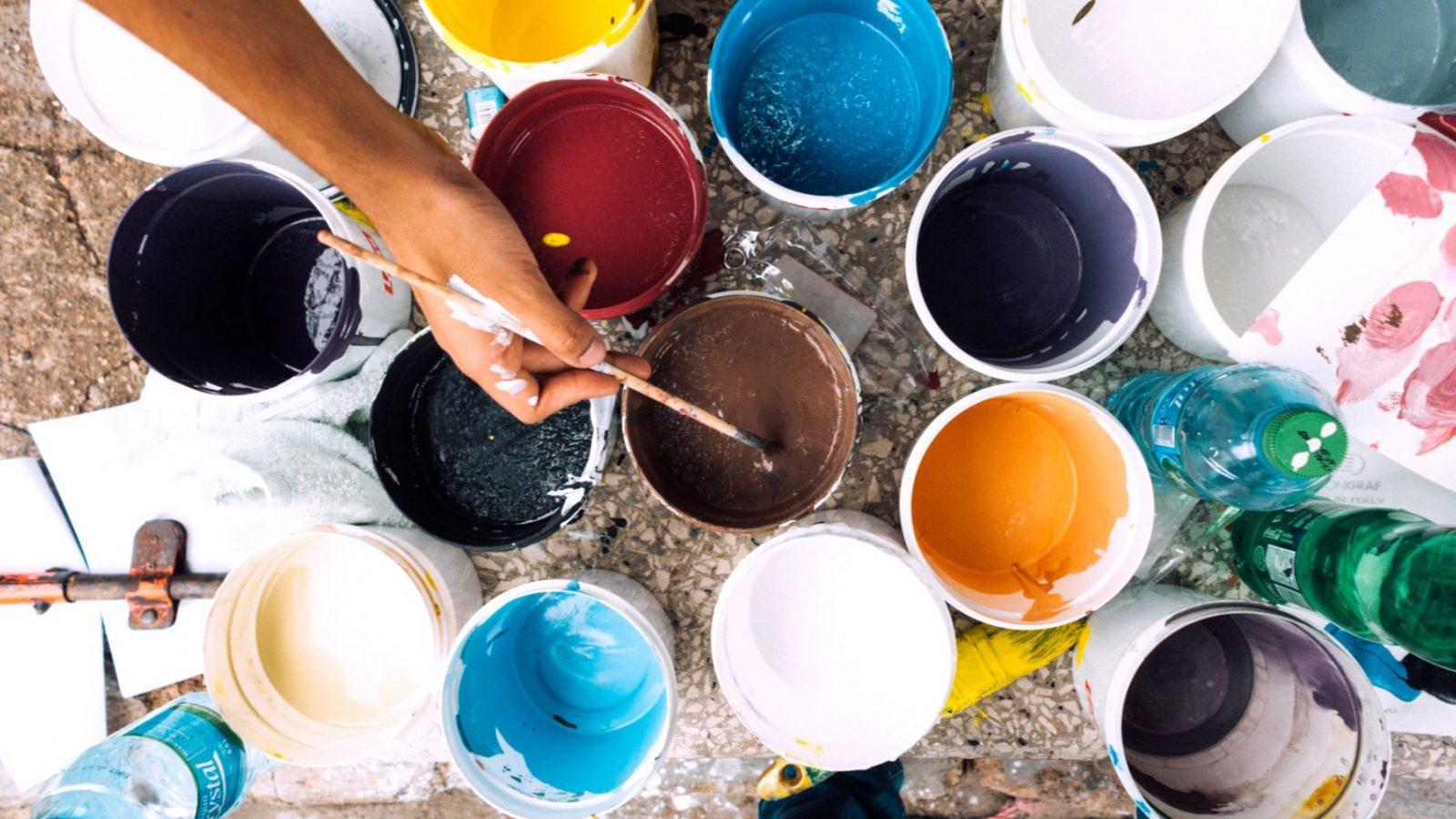 secchi di vernice per dipingere