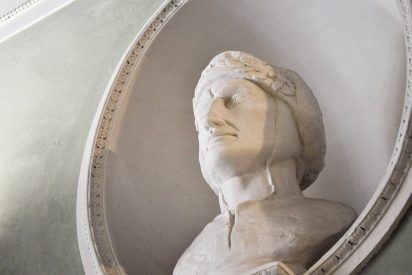 Bust of Dante Alighieri, father of the current italian language