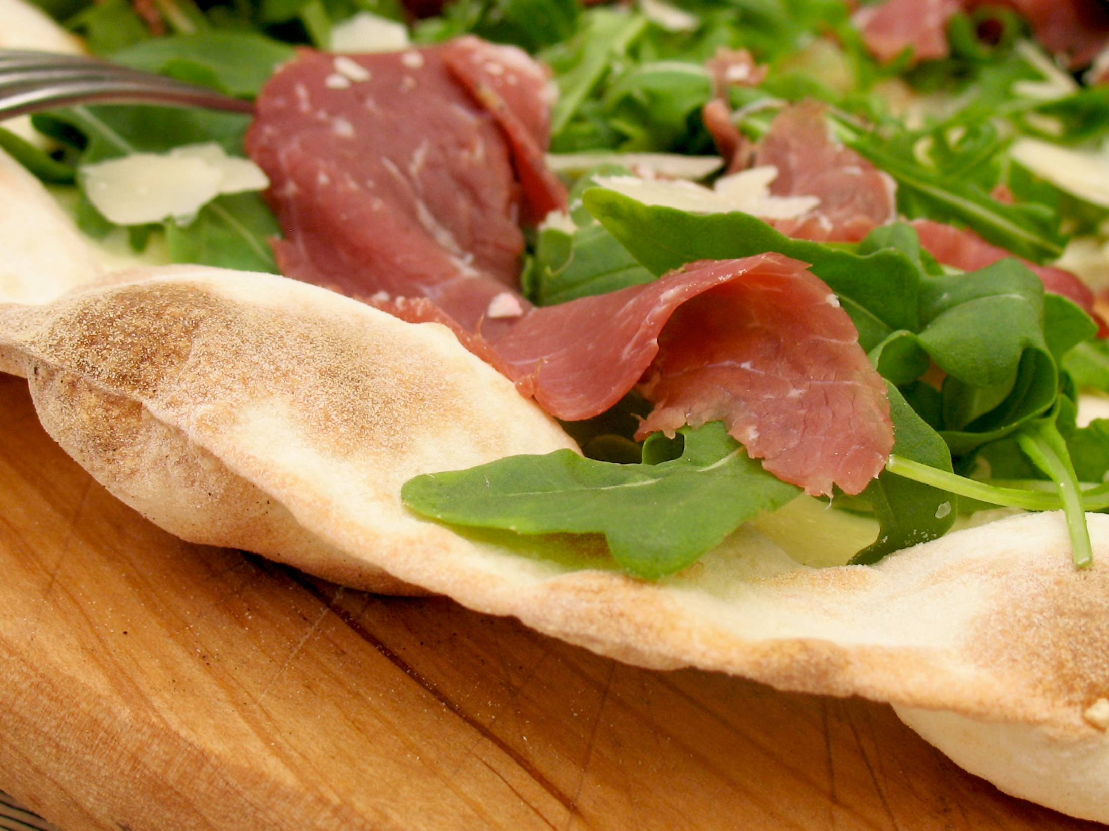 Pizza rucola, bresaola and parmiggiano